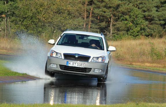 Испытание автошин для легковых авто: Сопротивление качению Bridgestone Turanza T001, Hankook Kinergy Eco K425, Uniroyal Rain Expert 205/55 R16 ADAC 2012