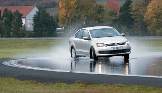 Тест колеса для летних условий: Поперечное сцепление на мокром асфальте Goodyear EfficientGrip, Hankook Optimo K415, Michelin Energy Saver, Michelin Energy XM2 185/60/15 Авторевю 2012