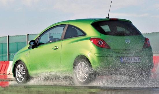 Испытание колеса для лета: управляемость на мокрой дороге Hifly HF201, Michelin Energy Saver, Nokian Hakka H, Pirelli Cinturato P1, Uniroyal Rain Expert 185/60/15 Auto Zeitung 2012