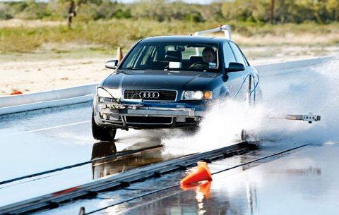 Характеристики покрышки для легковых авто: на устойчивость к продольному аквапланированию Nokian Z G2, Pirelli PZero, Toyo Proxes T1 Sport 245/45/18 Auto Motor und Sport 2012