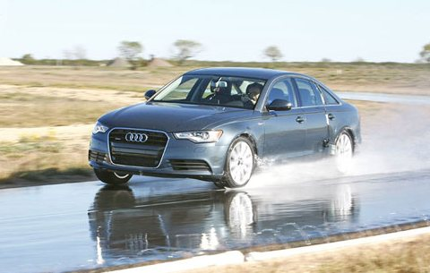 Испытание шины для летнего сезона: на управляемость на мокрой поверхности Nokian Z G2, Pirelli PZero, Toyo Proxes T1 Sport 245/45/18 Auto Motor und Sport 2012