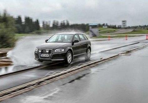 Тест покрышек для легковых авто: Испытания на аквапланирование BFGoodrich G-Grip, Fulda EcoControl, Hankook Kinergy Eco K425 195/65 R15 Автоцентр 2013