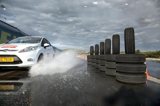 Характеристики автошин для летней погоды: Управляемость на мокром асфальте Barum Brillantis 2, Dunlop SP StreetResponse, Sava Perfecta 175/65 R14