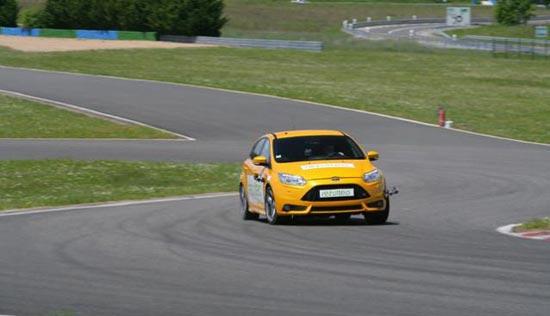 Сравнение колеса для летних условий: Торможение на сухой поверхности Hankook Ventus S1 Evo2 K117, Michelin Pilot Sport 3, Nexen N8000, Pirelli PZero 235/40/18 Motorsport 2013