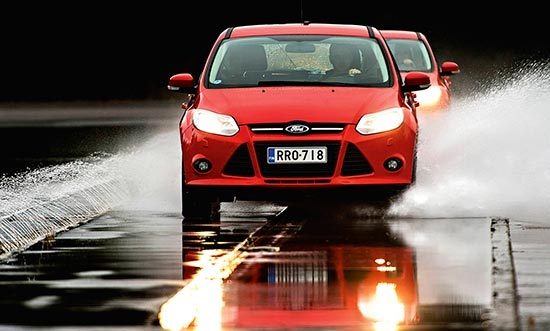 Тестирование покрышки для летнего сезона: Управляемость на сухой поверхности Goodyear EfficientGrip Performance, Hankook Ventus Prime 2 K115, Michelin Primacy 3 205/55/16 Test World 2014