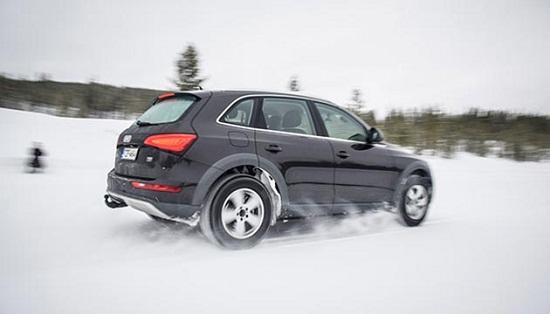 Сравнительные характеристики шины: зимних моделей Nokian Hakkapeliitta R2 SUV, Nokian Hakkapeliitta SUV 8, Toyo Observe Garit GSi5, Yokohama Geolandar I/T-S G073 235/65/17 Auto Bild 2014