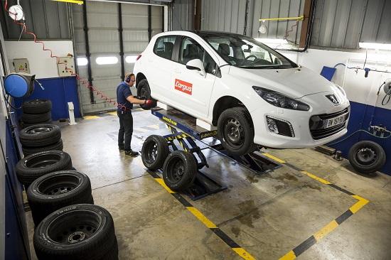 Тест драйв колеса для легковых авто: Оценки по дисциплинам для всех протестированных шин Bridgestone Ecopia EP001S, Continental ContiEcoContact 5, Dunlop Sport BluResponse 205/55 R16 L'Argus 2014