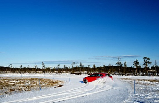 Обзор резины: зимних Nokian Hakkapeliitta R2, Nokian Nordman 4, Pirelli Winter Ice Control, Pirelli Winter Ice Zero, Vredestein Arctrac 205/55 R16 Test World 2014