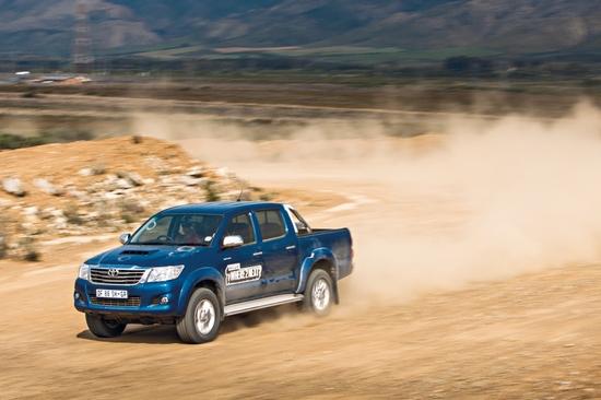 Тесты шины: Kumho Road Venture SAT KL61, Pirelli Scorpion ATR, Toyo Open Country A/T II, Yokohama Geolandar A/T-S G012 265/65 R17 Drive Out 2014