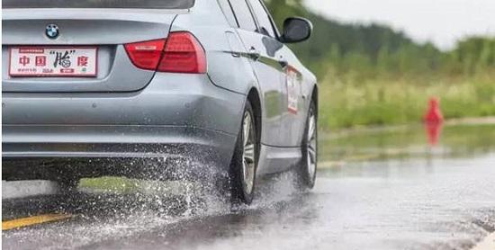 Обзор шин для легковых авто: Michelin Energy XM2, Pirelli Cinturato P7 205/55 R16 Car and Driver China Daily 2016