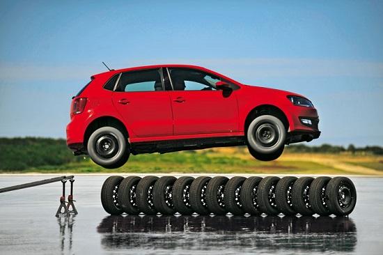 Тестирование покрышек: Bridgestone Turanza T001, Continental ContiPremiumContact 5 215/55 R17 Auto Zeitung 2017